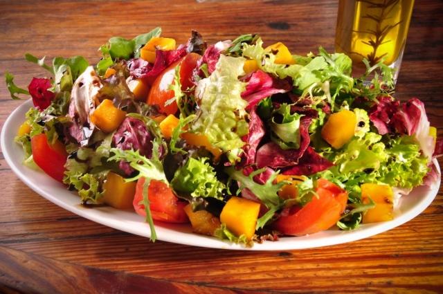 Receita de salada light de frutas com verduras